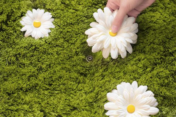 gazon artificiel avec fleurs
