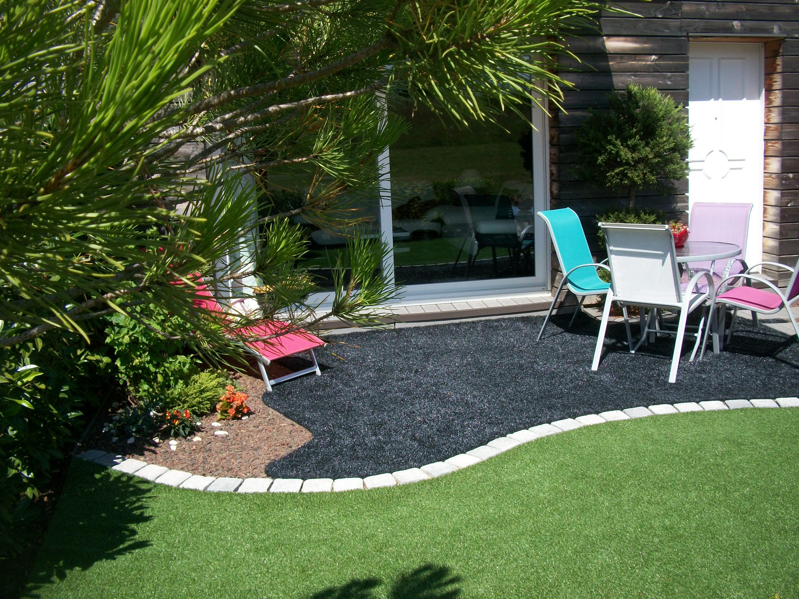 pelouse artificielle noire