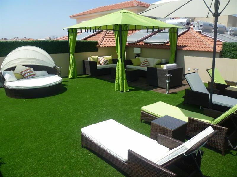 pelouse synthetique sur terrasse