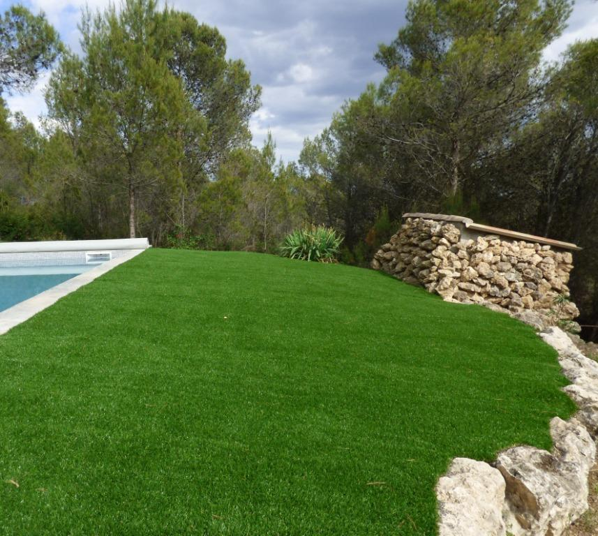 pelouse synthetique tondue